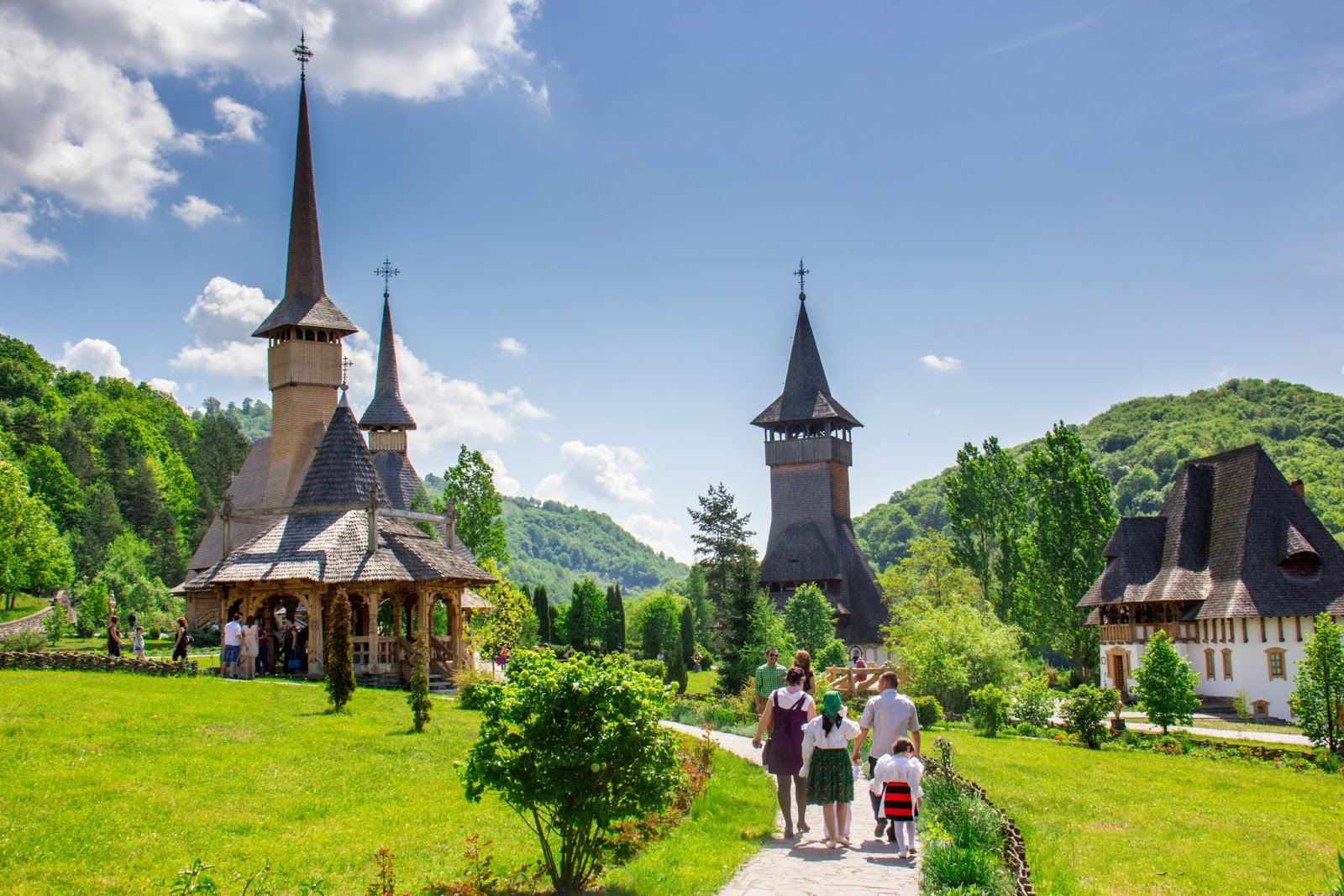 Unesco tour to wooden churches of maramures - Houses maramures wood ...